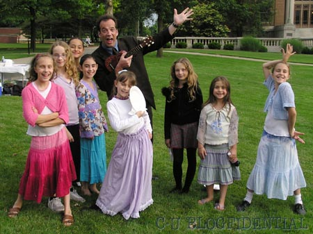 Dave King clowns with the kids on the set of PAGAL DIL
